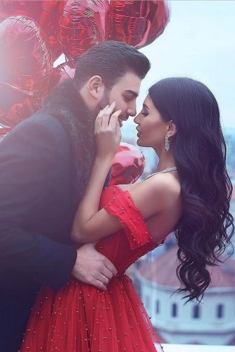 top wedding ideas part 3 for engagement photos bride and groom with red balloons said mhamad photography