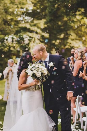 creative wedding kiss photos bubbles bride and groom j r photography