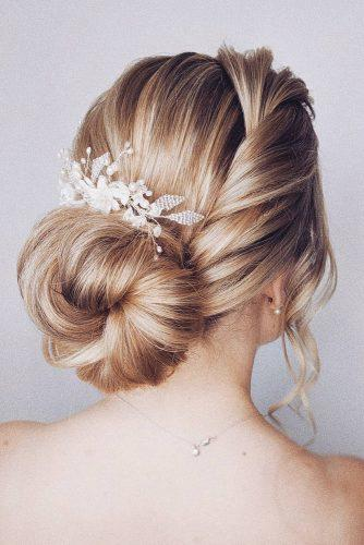 easy wedding hairstyles low bun with side swept bridal_hairstylist