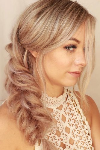 easy wedding hairstyles side braid on blonde hair with loose curls alishajaredhairartistry