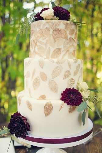 fall wedding cakes white with golden leaves and burgundy flowers justinelureva_photo