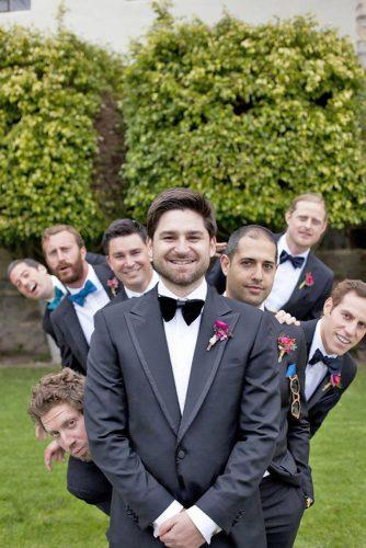 funny wedding pictures groom with groomsmen poses luna photo