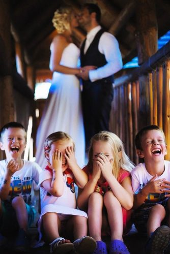 funny wedding pictures kids dont look at the bride and groom petr gebauer photography