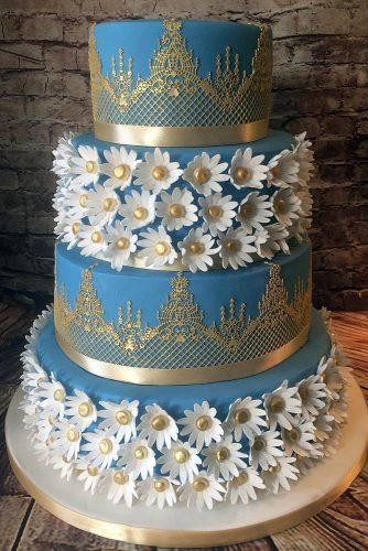 textured wedding cakes blue with metallic golden patterns and daisies fatima santos via instagram