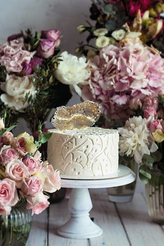 textured wedding cakes small white among flowers maria bondareva via instagram