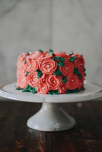 textured wedding cakes small with flower texture and pearls lauren santiago via instagram