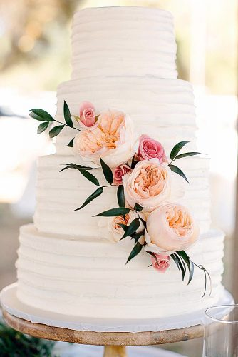 textured wedding cakes white with fresh flowers ktcrabbphoto via instagram