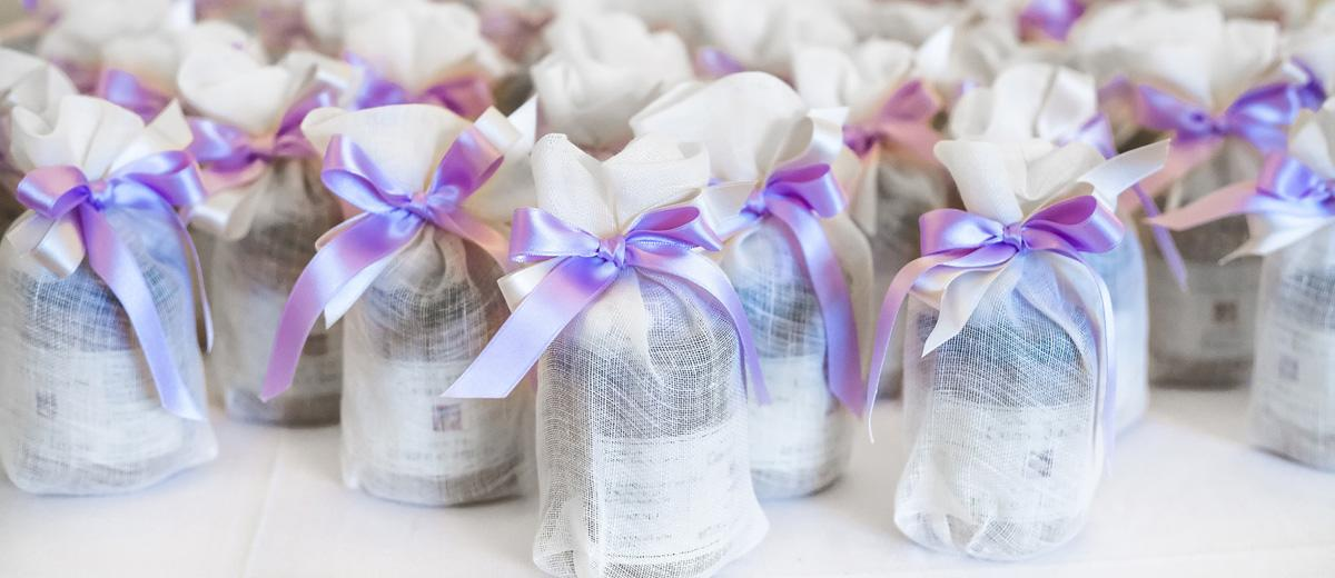 wedding favor ideas featured image