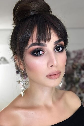 wedding makeup looks elegant shimmer dark eyeshadows with nude lips and black eyeliner mariyakalashnikova_