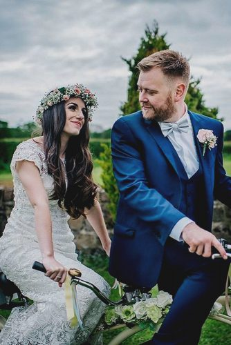 wedding photo shoot bride and groom on a bicycle kerrywoodsphoto via instagram