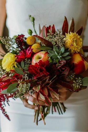 fall wedding bouquets small red with flowers and apples revijamojaporoka