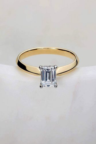 ritani simple emerald cut diamond yellow gold solitaire
