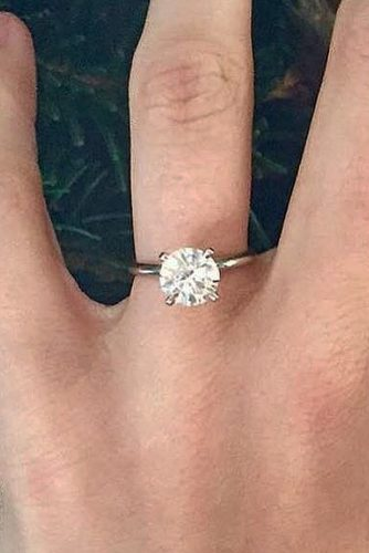 ritani simple round cut solitaire diamond gold