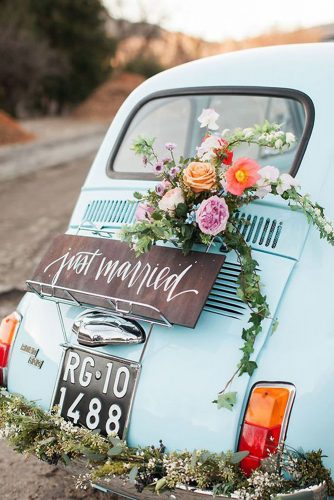 wedding car decorations wooden board inscription with flowers the amazing fiat 500 via instagram