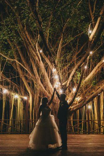 wedding light ideas tree with lamp matthewevansphotography