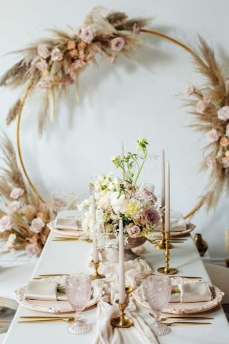 wedding table decorations eco friendly gentle pampas grass and pink roses capso_wedding_studio