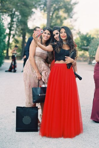 zeynab kanso wedding guests make selfie joseba sandoval