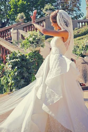 zeynab kanso wedding photo shoot bride smiles joseba sandoval