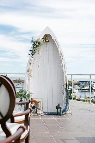 beach wedding decoration ideas nautical altar in form of boat diodecor via instagram