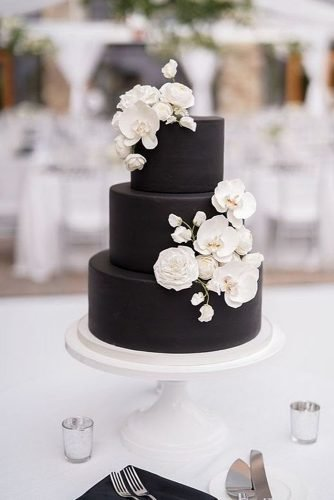 black and white wedding cakes floral decor