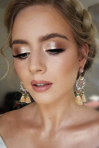 bridesmaid makeup bronze color smokey eyeshadows long lashes and gloss pink lips joam_makeup
