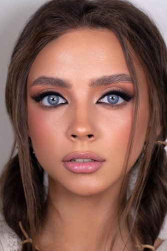 bridesmaid makeup for blue eyes with long lashes arrows pink lips sofia_baburina