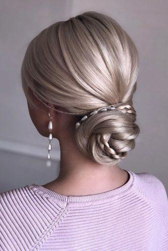bridesmaid updos smooth low bun on blonde hair with braid and pearls shiyan_marina