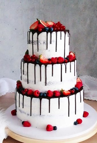 drip wedding cakes drip chocolaye and fruits bakes