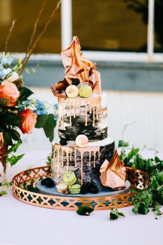 drip-wedding-cakes-with-golden-details-sarah-libby-photography