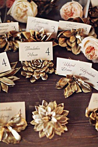gold-wedding-decorations-golden-stylish-name-cards-sonya-khegay-photography