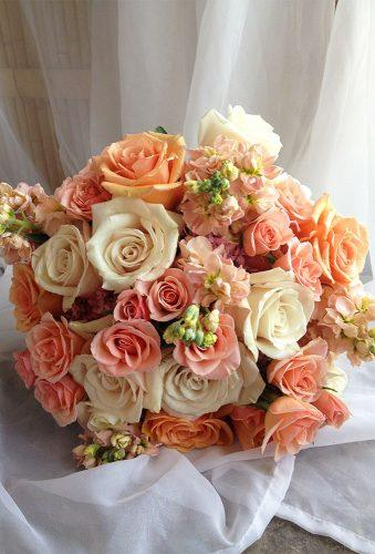 gorgeous summer wedding bouquets bright peach bouquet michaleensinbloom