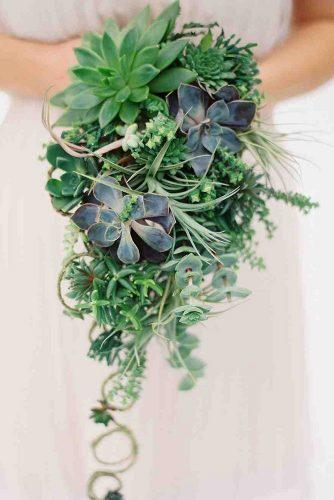 gorgeous summer wedding bouquets casacade green bouquets annerobertphotography