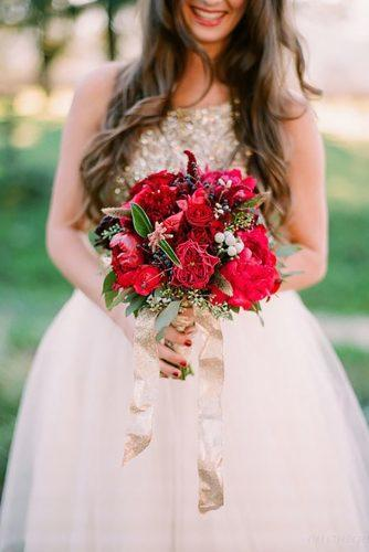 gorgeous summer wedding bouquets red bouquet gold tape emthegem
