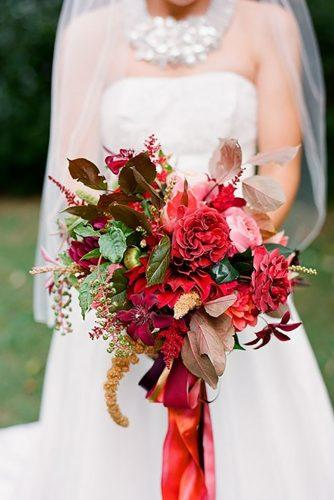 gorgeous summer wedding bouquets red bouquet red tape jenfariello
