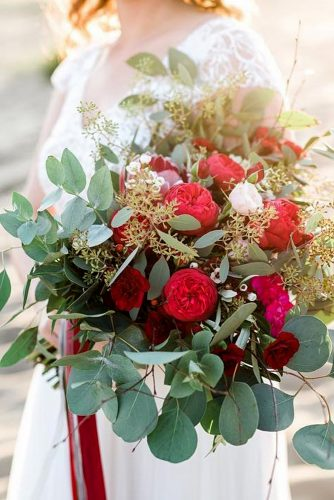 gorgeous summer wedding bouquets red flowers marta sputo