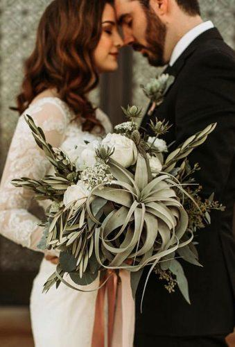 gorgeous summer wedding bouquets stylish green bouquet carmelajoyphotography