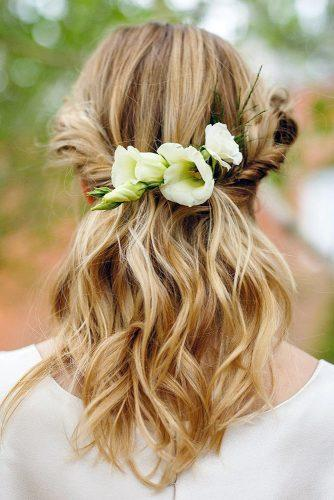 hair accessories inspiration half up half down with white flowers lauraannemakeup via instagram