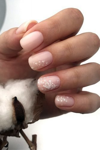 nail ideas nude pink with white airy blowball flower murnailsekaterina