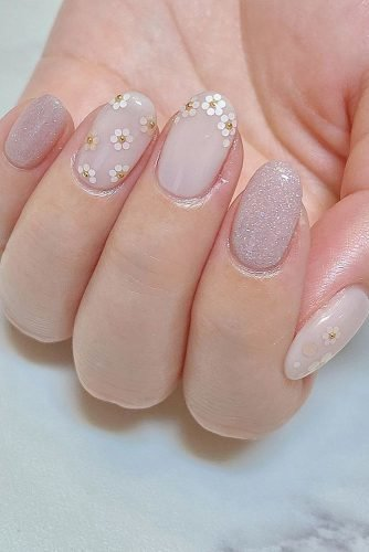 pinterest nails gentle pink holographic with small white flowers millefleur_kobe