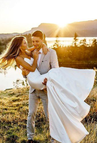 romantic photos wedding day bride groom at sunset le karina