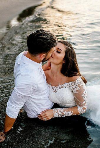 romantic photos wedding day bride groom in water le karina