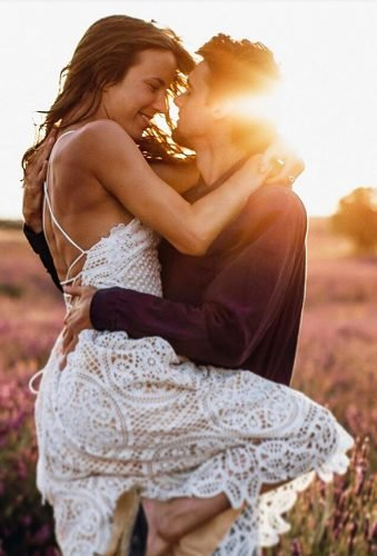 romantic photos wedding day couple at sunset yana korn