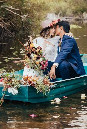 romantic photos wedding day couple in green boat carololiva photography