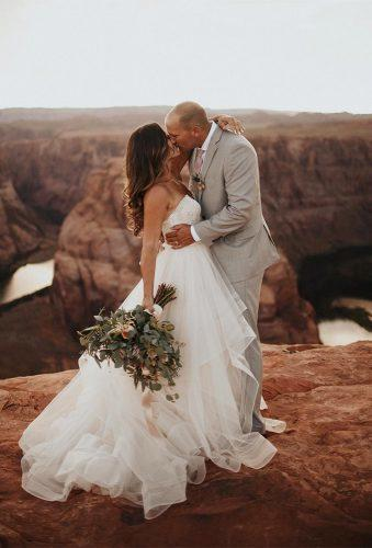 romantic photos wedding day couple in mountains dawn photo