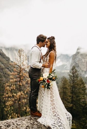 romantic photos wedding day couple in mountains janelle elise photo
