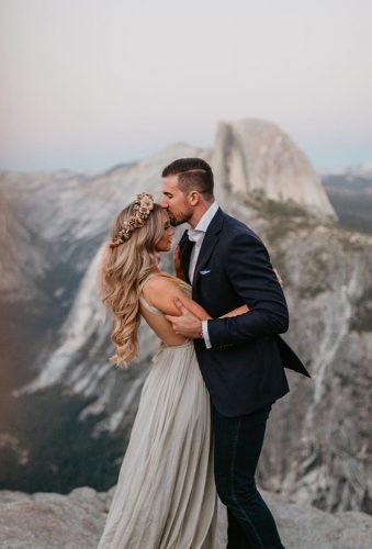 romantic photos wedding day couple in mountains meghandoering