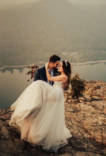 romantic photos wedding day couple in mountains tessatadlock