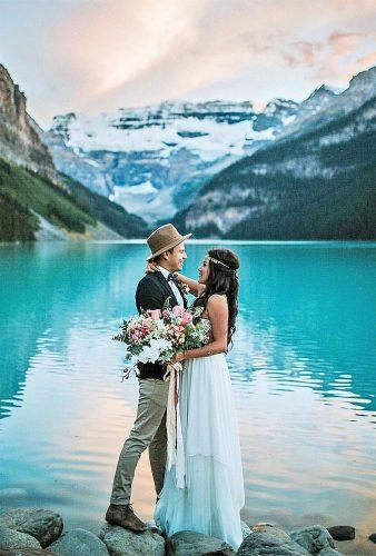 romantic photos wedding day couple near water dawn photo