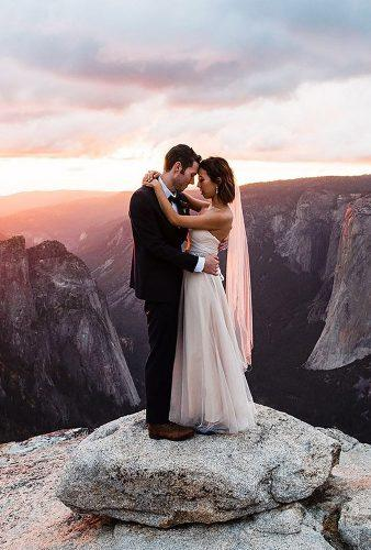 romantic photos wedding day in mountains at sunset thefoxes