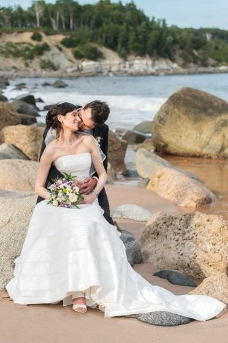 romantic wedding bride and groom beach anitan clemens photography